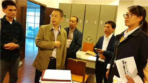 省档案局领导视察联宜电机档案宣传工作