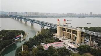 艾礼富:维安达斯激光对射为南京长江大桥保驾护航