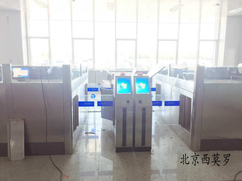 火车站自动检票闸机